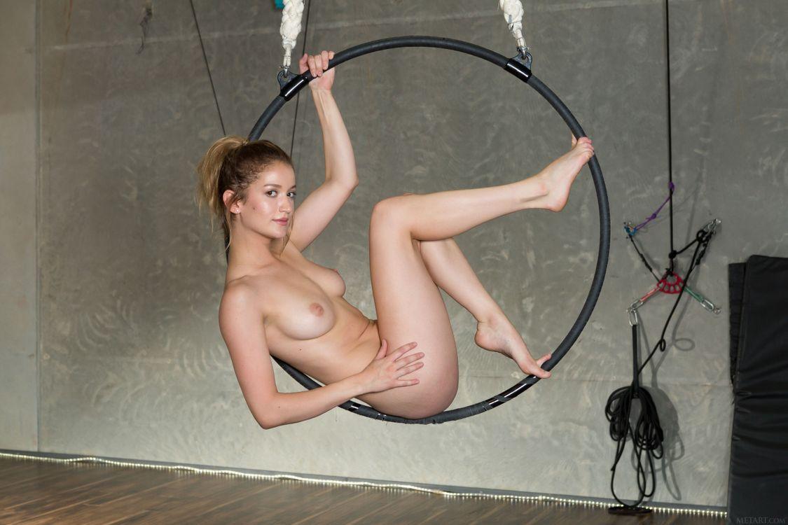 Обнаженная девушка Дакота Бурд · бесплатное фото