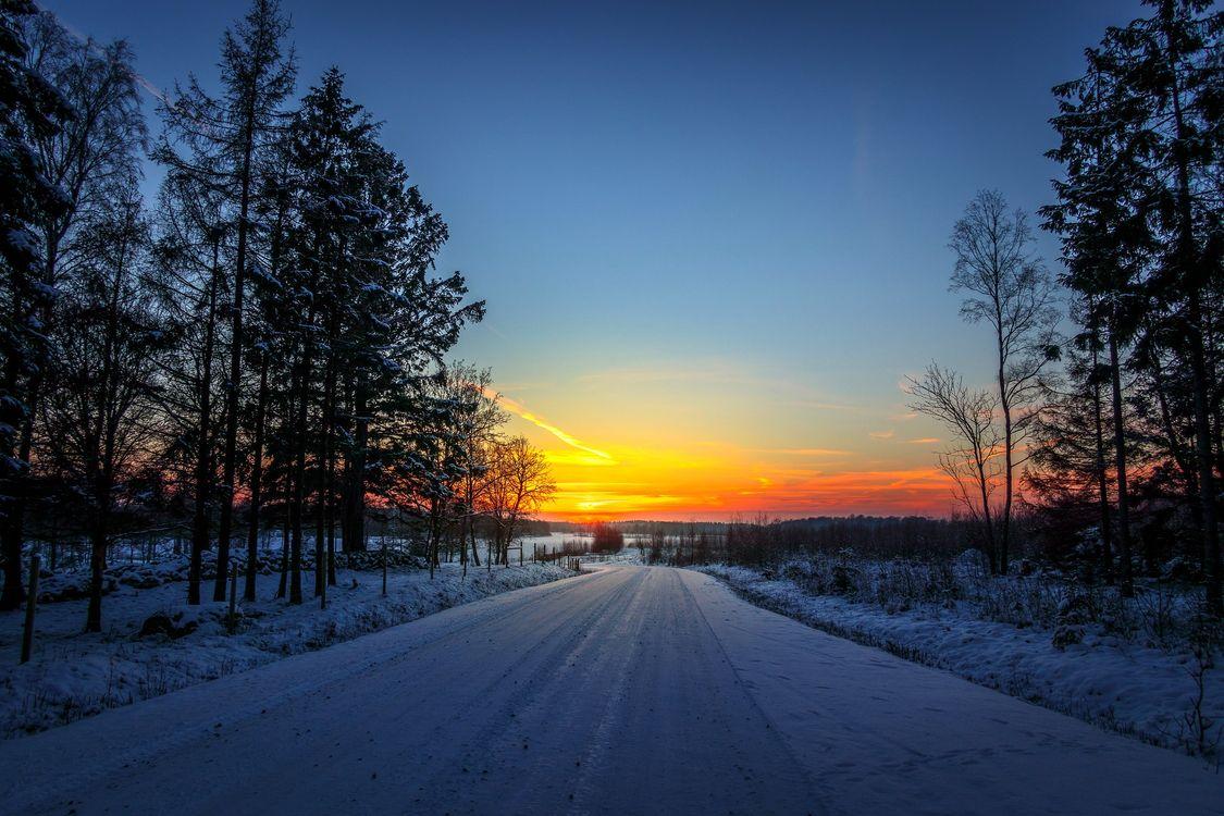 Зимняя дорога на закате · бесплатное фото