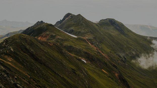Скачать бесплатно горы, туман заставку