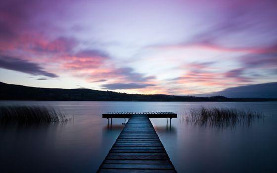 Заставки пляж,мост,облака,трава,вечер,фиолетовое,река,небо,поверхность,вода,деревянные