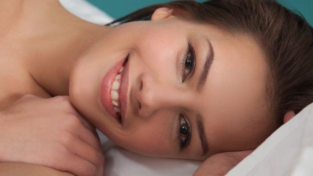 Бесплатные фото Лаина,очаровательны,красивое лицо,улыбка,брюнетка