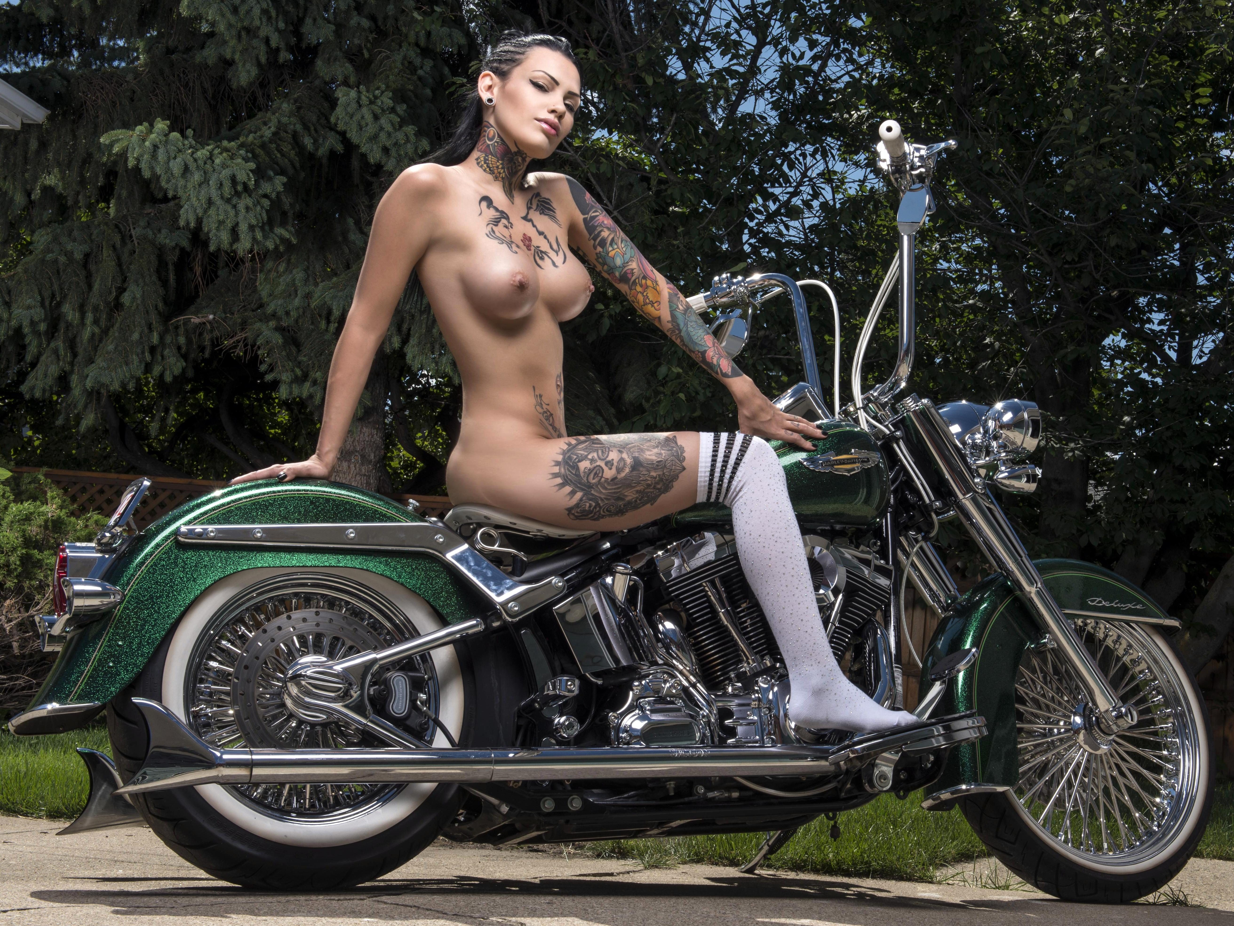 sexy-naked-harley-chicks
