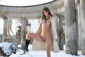 Бесплатные фото Inna C,красотка,голая,голая девушка,обнаженная девушка,позы,поза