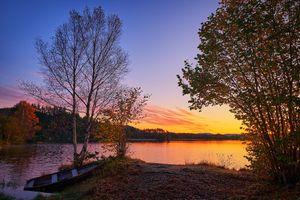 Бесплатные фото закат,озеро,осень,лодка,берег,деревья,природа