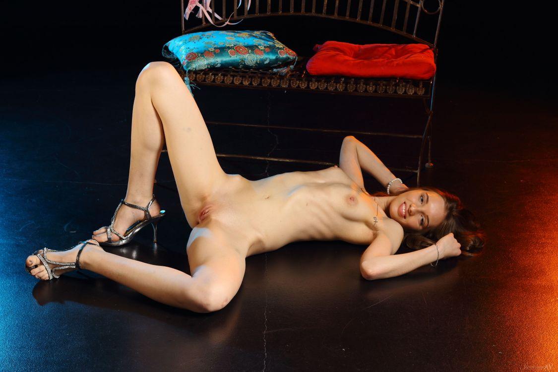 Фото бесплатно Belinda, Callie, Lizzy, Viera, Thalia D, Vilka, Vivian, Viviann, красотка, голая, голая девушка, обнаженная девушка, позы, поза, сексуальная девушка, эротика