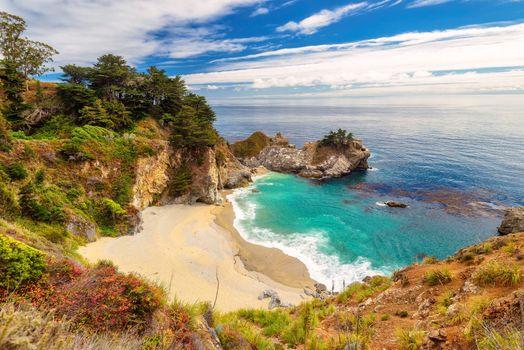 Заставки McWay Falls,скалы,песок,береговая линия,Big Sur,California,Julia Pfeiffer Burns State Park,McWay Cove Beach,Биг-Сюр,Калифорния,Парк Джулии Пфайфер Берн,закат