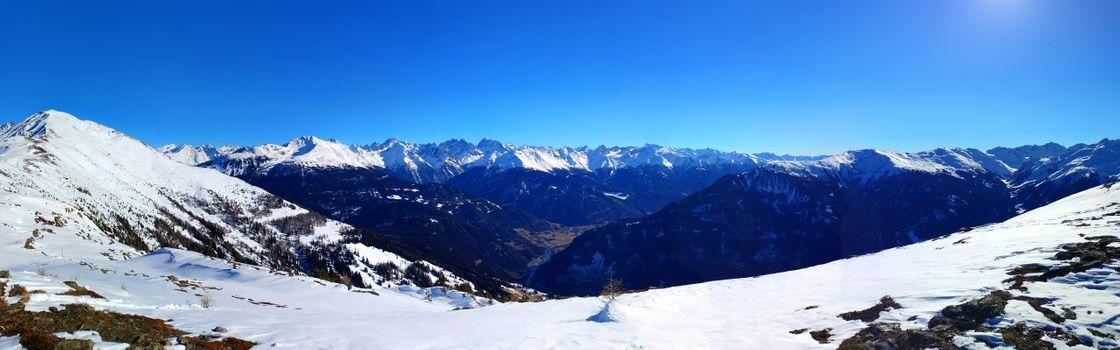 Осмотр окрестности с горы
