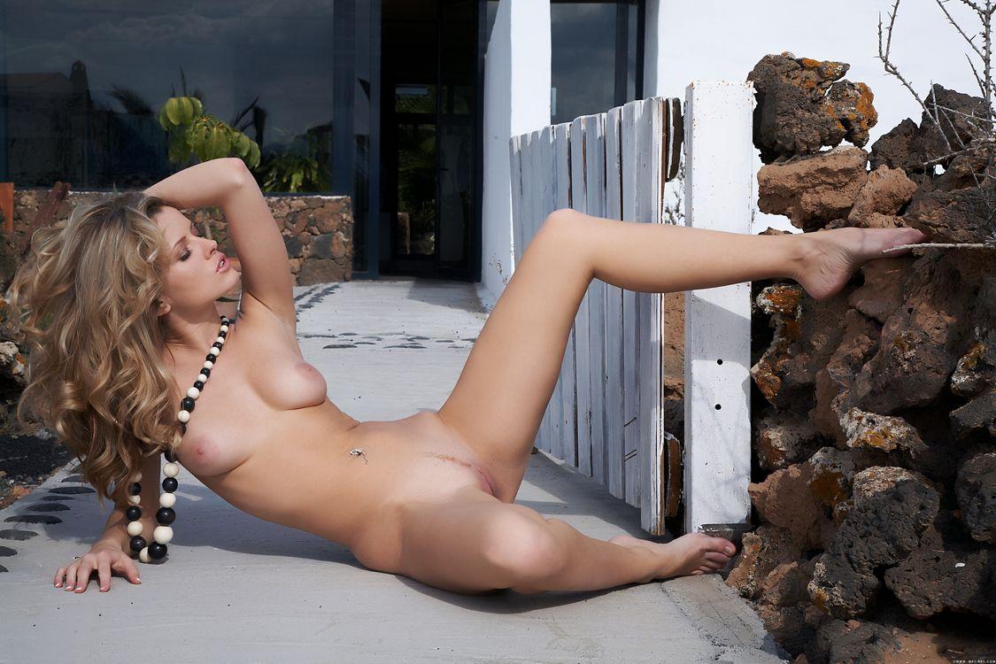 Фото бесплатно Nikky Case, красотка, голая, голая девушка, обнаженная девушка, позы, поза, сексуальная девушка, эротика, Nude, Solo, Posing, Erotic, эротика - скачать на рабочий стол