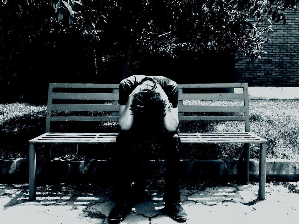 Фото бесплатно грустный человек, настроение, скамья - на рабочий стол