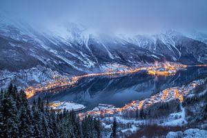 Город на берегу залива в Норвегии