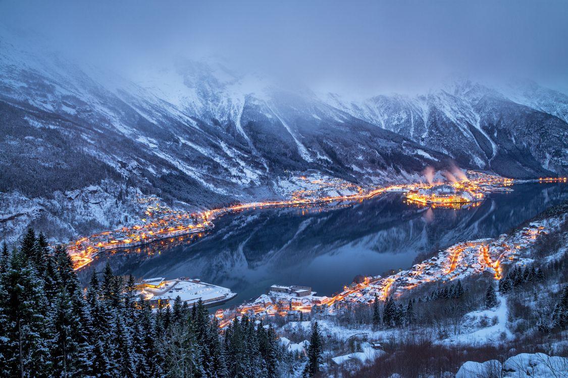 Город на берегу залива в Норвегии · бесплатное фото