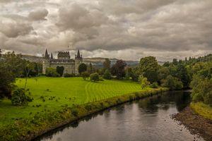 Бесплатные фото замок Инверари,Шотландия,Соединенное Королевство,поле,река,деревья,пейзаж