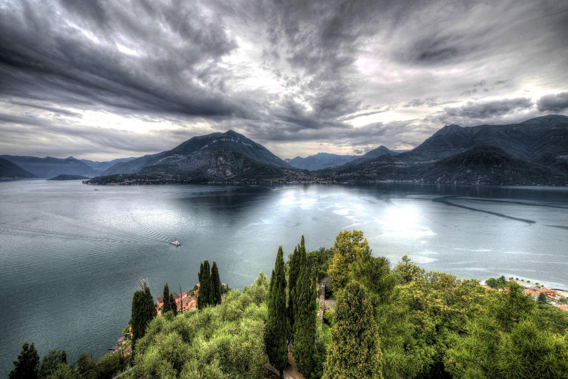 Обои Кастелло ди Вецио, озеро, лодка картинки на телефон