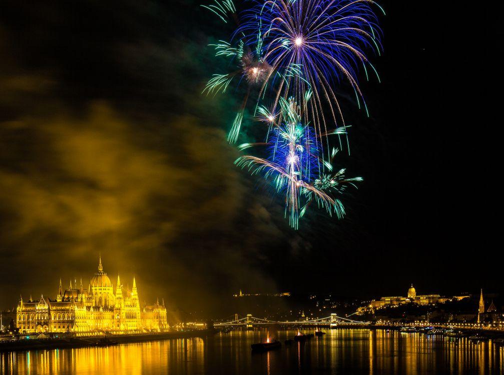 Фото бесплатно Парламент, праздничный салют, Будапешт, Венгрия, салют, фейерверк, город, ночь, иллюминация, праздник, город - скачать на рабочий стол