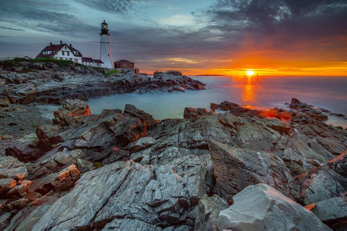 Free photo LIghthouse, sunset, Atlantic Ocean - to desktop
