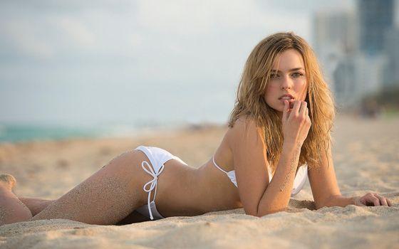 Заставки Красота, песок, белое бикини