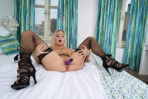 Бесплатные фото Cayla Lyons,красотка,голая,голая девушка,обнаженная девушка,позы,поза