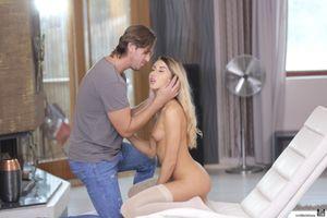Бесплатные фото Katrin Tequila,мужик,перед сексом,голая,голышом,на кресле,обнаженная