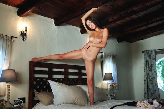 Бесплатные фото Глория Сол,модель,красотка,темные волосы,длинные волосы,большие сиськи,сиськи,идеальная девушка,идеальное тело,киска,бритая пизда,половые губы