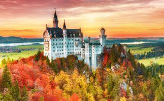 Замок Нойшванштайн осенью · бесплатное фото