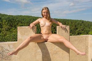 Бесплатные фото Lady Bug,красотка,голая,голая девушка,обнаженная девушка,позы,поза