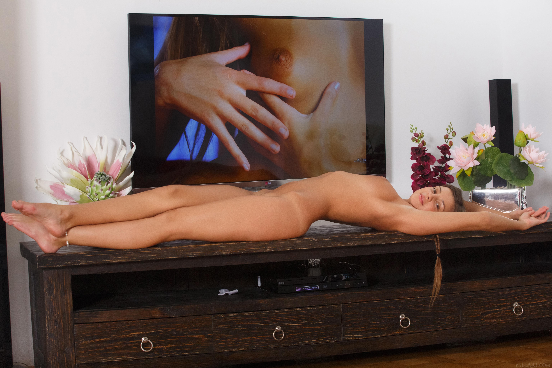 vistupayut-po-televizoru-za-erotiku
