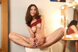 Бесплатные фото Susan F,красотка,голая,голая девушка,обнаженная девушка,позы,поза
