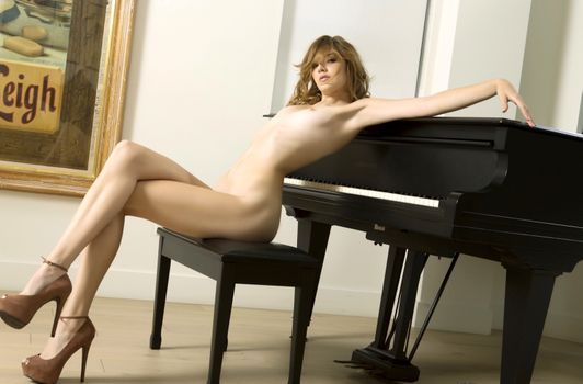 Фото бесплатно фортепиано, цвет слоновой кости, ноги