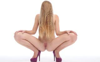 Бесплатные фото alexis crystal,carrie,голая,бритая киска,половые губы,задница,раздвижные ноги