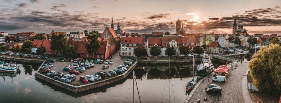 Фото бесплатно Штральзунд, Германия, hdr, порт, воды, зеркальное отображение, настроение, небо, вечером, солнце, пристань, освещение