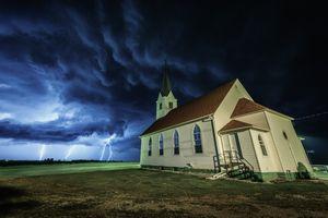 Бесплатные фото Небраска,поле,дом,непогода,молния,гроза,буря