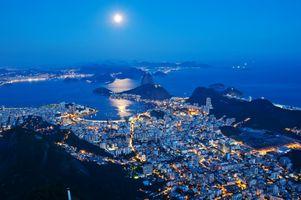 Фото бесплатно Рио де Жанейро, Бразилия, Rio de Janeiro, Brazil, ночь, луна, городской пейзаж