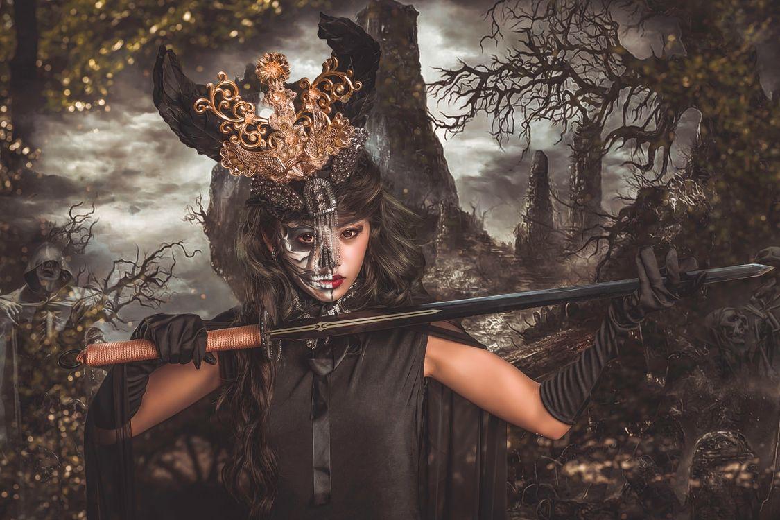 девушка в маске · бесплатное фото