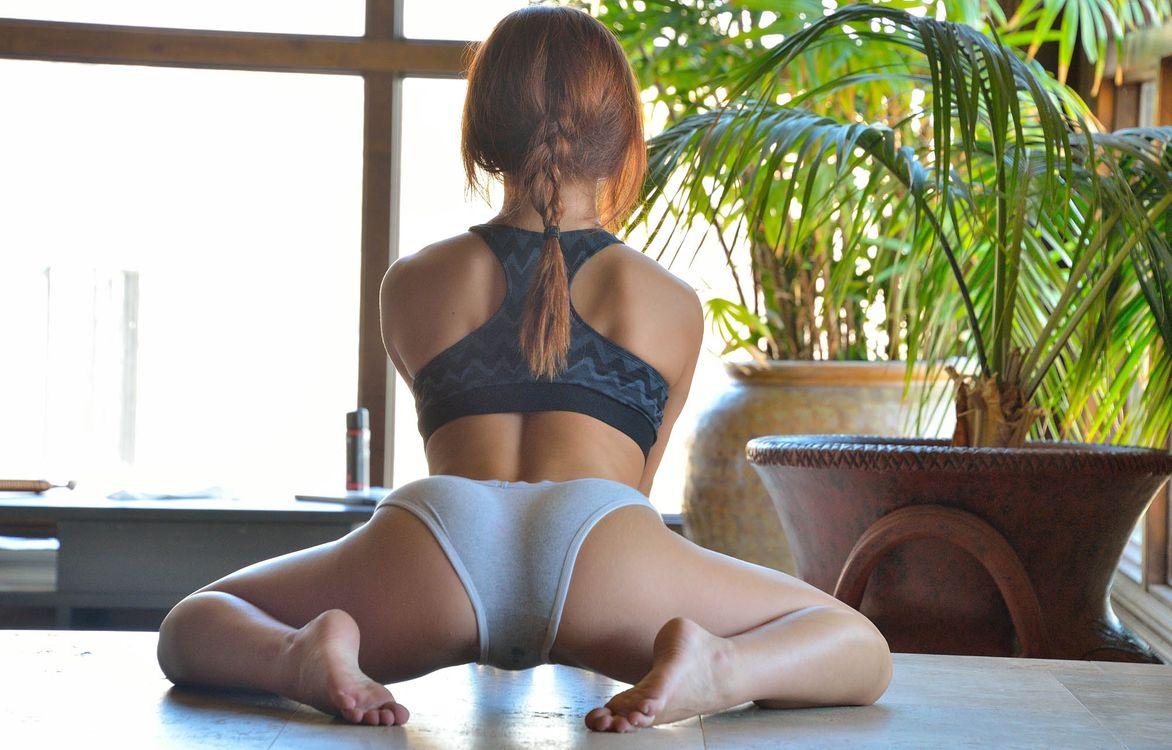 Фото бесплатно Jessica Robbin выставила попку, голубые трусики, зарядка, гимнастика, нижнее белье, фигура, сексуальная, девушка, прекрасная, косичка, эротика