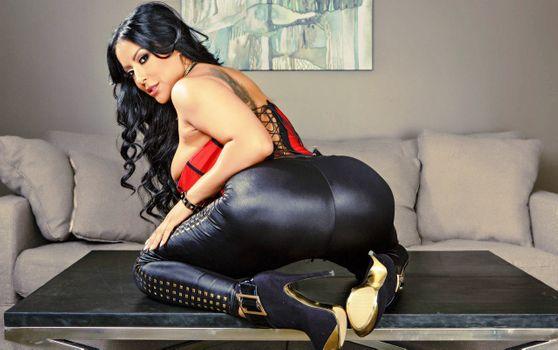 Бесплатные фото Киара МИА,латина,мамаша,порнозвезда,плотный,блестящий,леггинсы,супер попка,пышные,теле,высокие каблуки