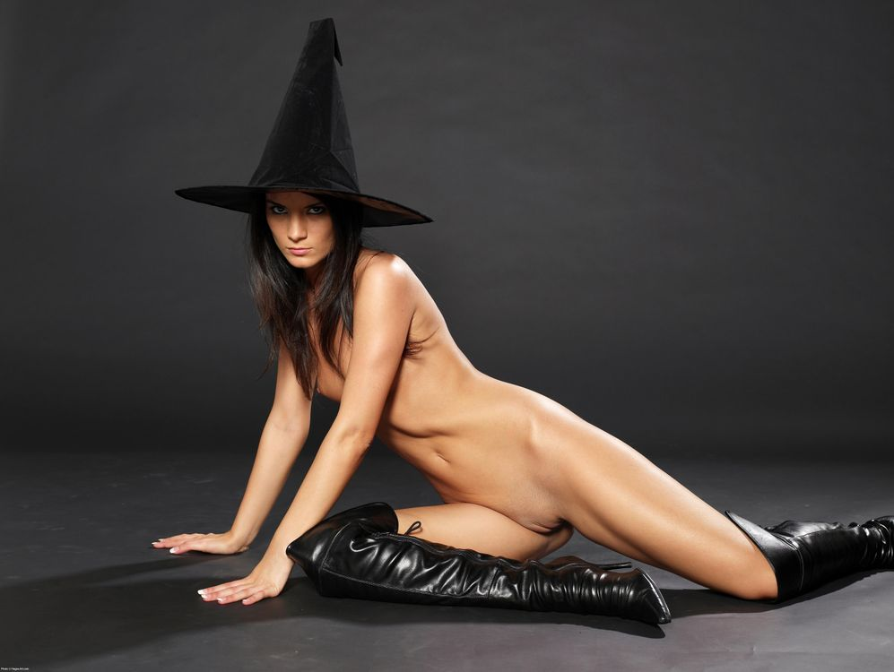 Nude halloween woman — img 8