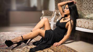 Фото бесплатно девушка, в черном платье, брюнетка