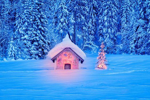 Красивая часовня в Баварских Альпах рядом с Гармиш-Партенкирхен · бесплатное фото