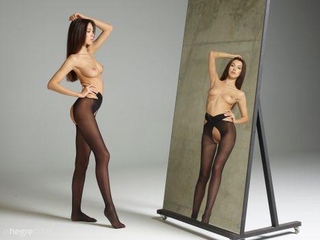 Бесплатные фото Nicolette,красотка,голая,голая девушка,обнаженная девушка,позы,поза,сексуальная девушка,эротика,Nude,Solo,Posing