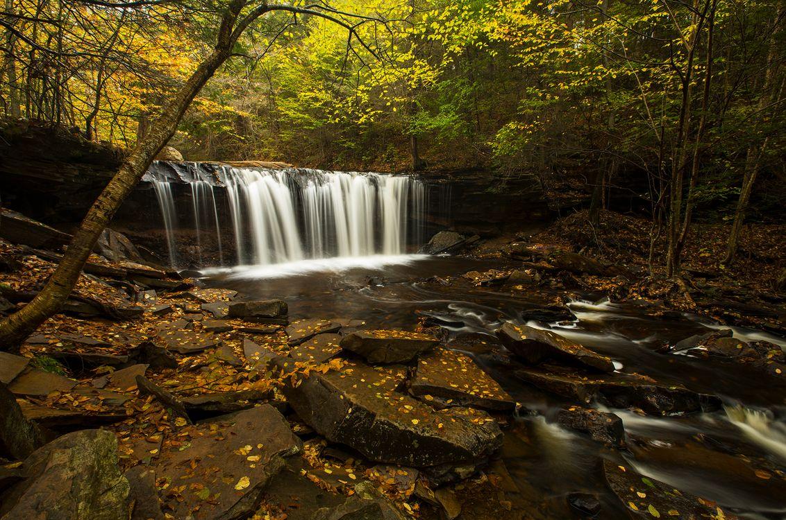 Обои осень, водопад, камни картинки на телефон