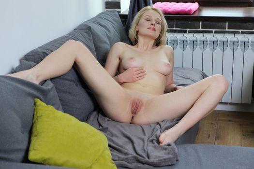Бесплатные фото Kery,красотка,голая,голая девушка,обнаженная девушка,позы,поза,сексуальная девушка,эротика,Nude,Solo,Posing