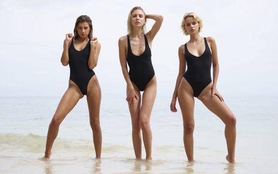 Фото бесплатно maria ryabushkina, marika, ariel, брюнетка, блондинки, пляж, ню ню, ультра-привет-q, купальник, море, загорелые, brunette