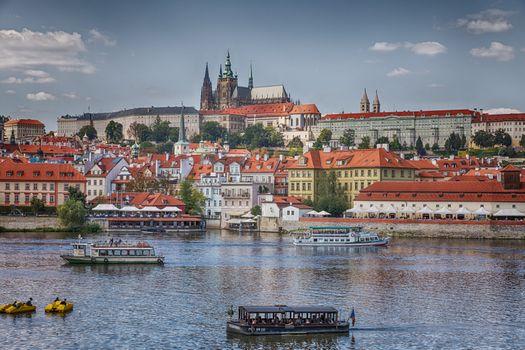 Фото бесплатно Прага, дома на берегу, замок