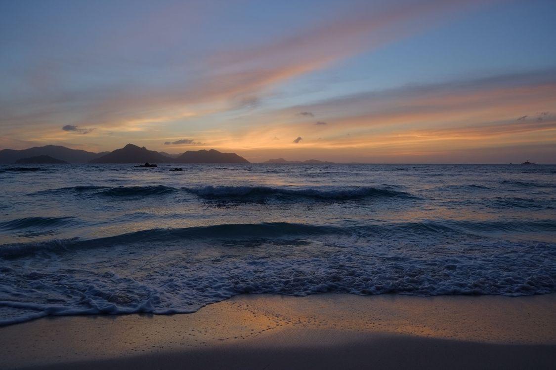 Обои волны, море, сейшельские острова картинки на телефон