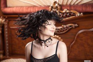 Бесплатные фото Патрисия,брюнетка,не голая,волосы,улыбка,Эмили,glameow