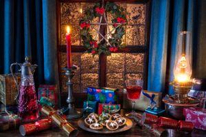 Бесплатные фото праздник,Рождественская елка,фаршированные пироги,оловянный подсвечник,лампа,керосин,парафин