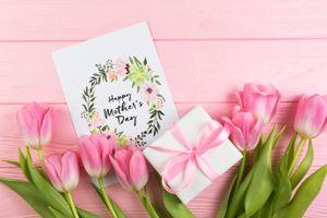 Бесплатные фото wood,Mother`s Day,праздник,букет,тюльпаны,подарок