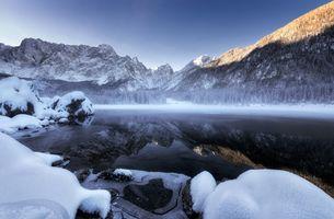 Зимнее озеро в горах · бесплатное фото