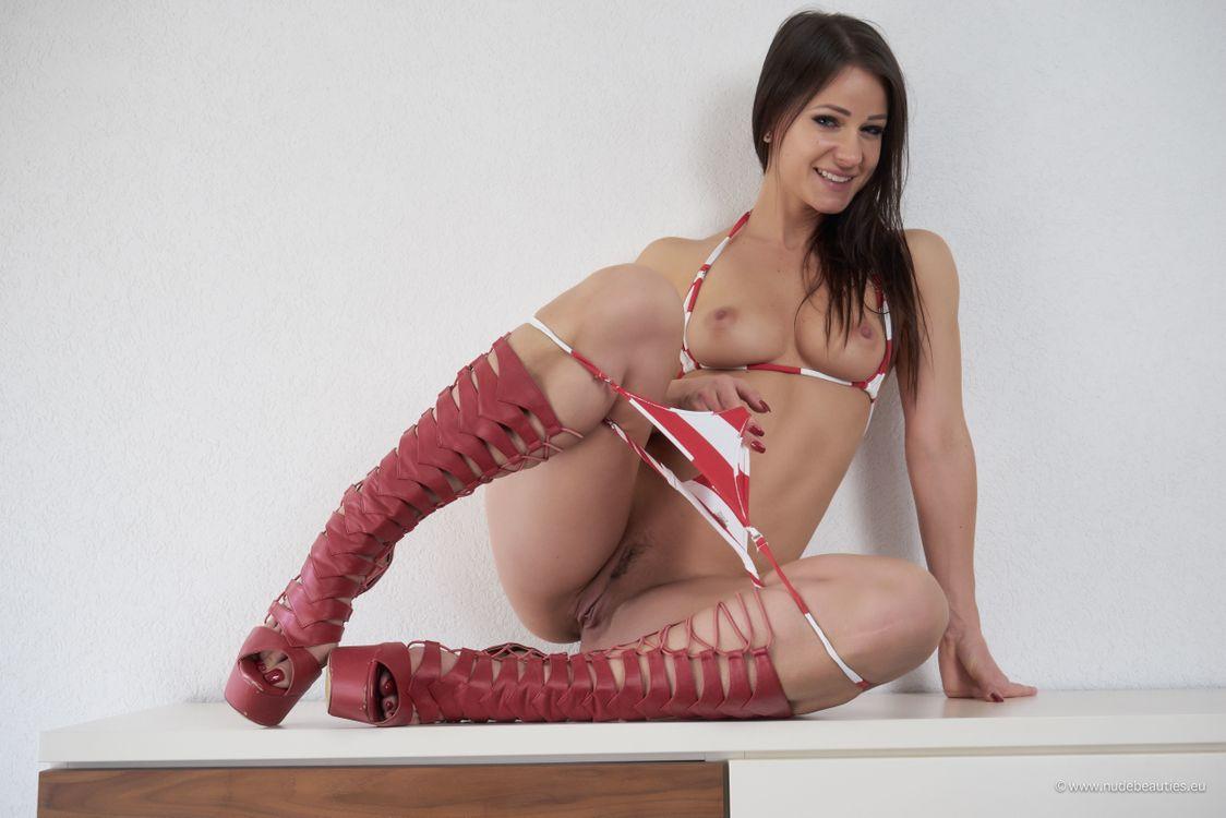 Kristina Uhrinova спустила трусики до колен · бесплатное фото