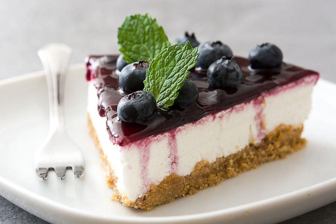 Фото бесплатно пирожное, крем, ягоды - на рабочий стол
